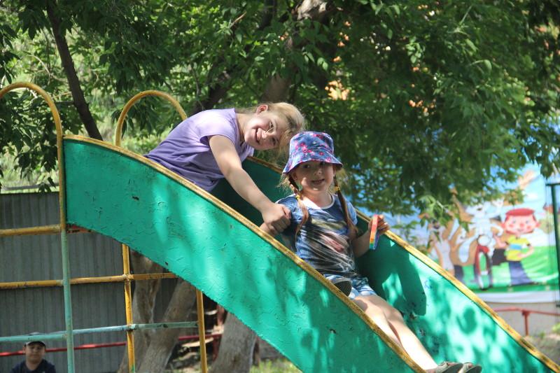 В летний лагерь каждый день мы приходим, нам не лень!