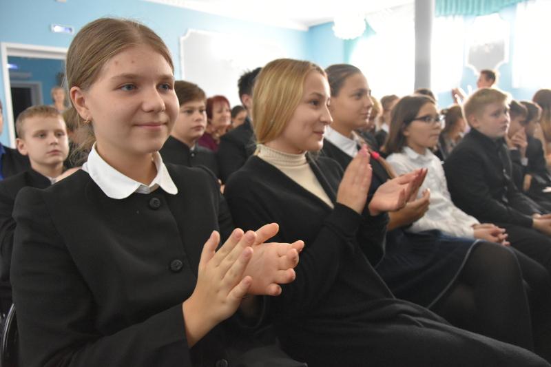 Праздничный концерт, посвященный закрытию недели языков в школе в честь прп. Сергия Радонежского
